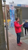 Tomas, our guide on free walking tour, teaches us Icelandic